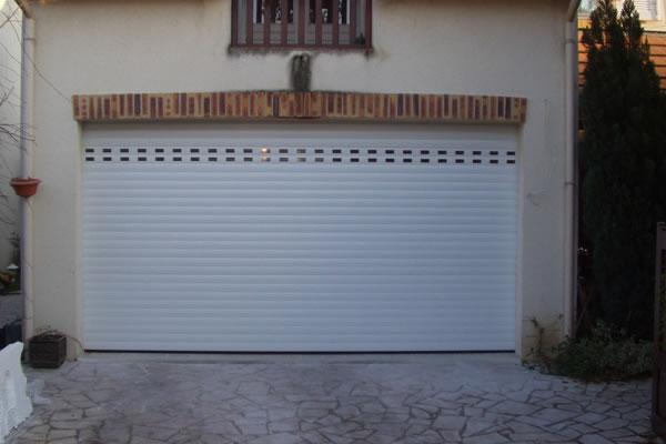 Porte De Garage à Enroulement Conception Et Installation à Rennes - Porte de garage à enroulement